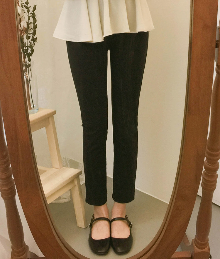 ROMANTIC MUSESlim Black Pants