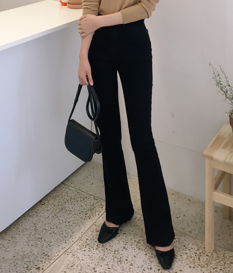 ESSAYBootcut Black Pants