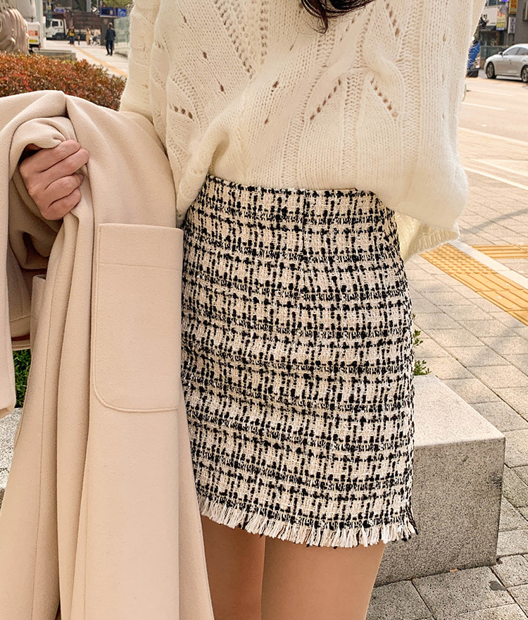 ROMANTIC MUSEFrayed Hem Tweed Mini Skirt