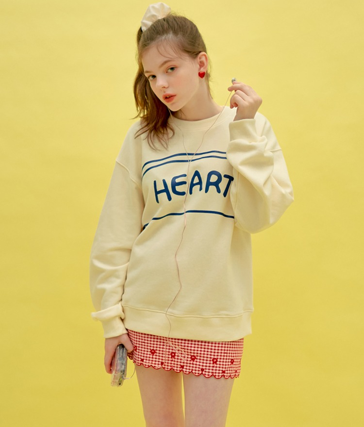 HEART CLUBLettering Print Cream Color Sweatshirt